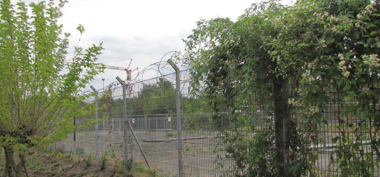 Der neue Grenz-Zaun soll weg! – Ein Sommer-Fake.